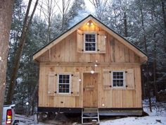 Diary of a cabin going up in NH Small Cabin Plans, Small Log Cabin, Cabin House Plans, Cabin Kits, Tiny Cabins, Tiny House Cabin, Lake Cabins, Log Cabin Homes, Cabins And Cottages