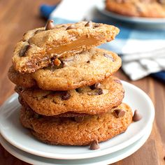 What's the best kind of chocolate chip cookies? Easy question... Chocolate chip cookies stuffed with dulce de leche!