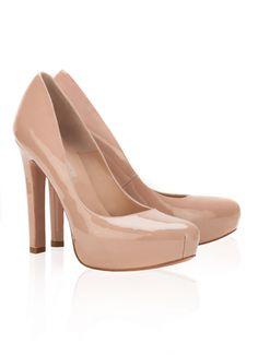 Pura Lopez Elaia- Zapatos de salón con tacón alto y plataforma interior. Realizados en charol nude.