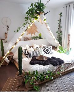 33 Stylish Bedroom Decorating Ideas To Inspire You - Boho Chic Bedroom Style With String Lights ★ In pursuit of inspiring bedroo - Dream Rooms, Dream Bedroom, Girls Bedroom, Girl Rooms, Boho Teen Bedroom, Tent Bedroom, Tapestry Bedroom, Bedroom Windows, Master Bedrooms
