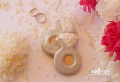 Galletas decoradas con glasa para bodas. Anillo de compromiso.