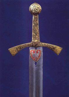 SZCZERBIEC SZCZERBIEC (la espada mellada) – the coronation sword of Polish Kings. c. 1250 d.C. Royal Castle of Wawel,  Kraków, Inv. No. 137. Detallado estudio en http://gladius.revistas.csic.es/index.php/gladius/article/view/239/245