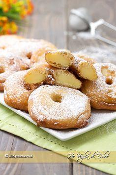 frittelle-di-mele-ricetta-facile-e-veloce-del-trentino-alto-adige200 g di farina 00 220 ml di latte intero 2 uova medie 3 cucchiai di Brandy o Marsala 80 g di zucchero semolato 1/2 bustina di lievito per dolci cannella q.b (facoltativa) zucchero a velo per la superficie Olio di semi di arachidi per friggere