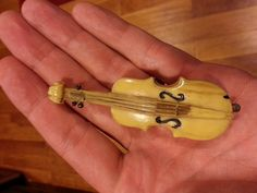 """Here is an early 20th century figural sewing tape measure shaped like a violin, possibly a cello or bass. Beautiful patina, tan / camel color / ivory color with a wonderful """"grain"""" in the plastic. I believe it could be bakelite -- certainly feels less brittle than celluloid. 3-1/2 inches tall. 2 inches at the widest point. The fabric measuring tape is in excellent condition and re-rolls with minimal effort. It extends to about 36-1/2 inches. Sewing To Sell, Sewing Tools, Sewing Ideas, Sewing Tape Measure, Sewing Case, Vintage Sewing Notions, Cut Work, Vintage Tools, Sewing Accessories"""