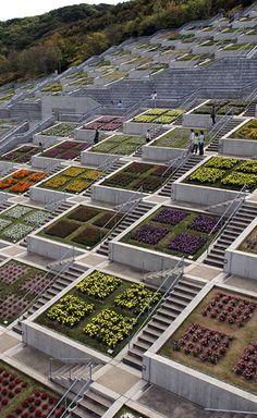 Japan's 100-Terraced Garden Squares in Awaji Yumebutai. More photos: http://whenonearth.net/100-terraced-garden-squares-awaji-yumebutai-japan/