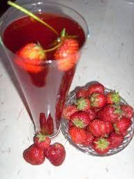 LJEKOVITO BILJE I ZDRAVLJE:  Kompot od jagoda je veoma ukusan i osvježavajući ljetni napitak. Kompot od jagoda pomaže kod kašlja ??? ljekovitobiljezasvebolesti.blogspot.com