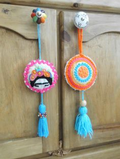 Craft Stick Crafts, Felt Crafts, Diy And Crafts, Arts And Crafts, Modern Embroidery, Embroidery Art, Embroidery Designs, Embroidered Quilts, Pom Pom Crafts