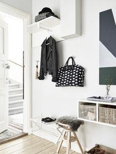Natural + black + white | Modern Home Interiors | Contemporary Decor Design #inspiration #nakedstyle