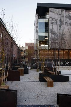 Intersecting faces with the mini partition dividers and bench/tables.   Brooklyn Navy Yard / workshop apd + Beyer Blinder Belle Urban Landscape, Landscape Elements, Contemporary Landscape, Landscape Design, Workshop Apd, Landscaping Software, Modern Landscaping, Street Furniture, Urban Furniture