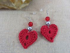 Boucles d'oreilles coeur au crochet coton rouge bijoux par ArtKen6L Diy Crochet Jewelry, Crochet Diy, Handmade Beaded Jewelry, Cotton Crochet, Thread Crochet, Crochet Accessories, Crochet Motif, Crochet Crafts, Crochet Flowers