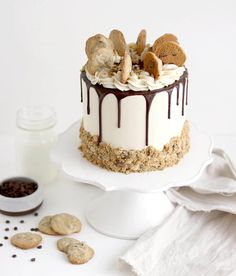 A decadent chocolate chip cake recipe topped with vanilla buttercream, chocolate ganache, and chocolate chip cookies. Inspired by cookies and milk! Milk Cookies, Cake Cookies, Cupcake Cakes, Cookie Dough Cake, Chips Ahoy, Graham Crackers, Chocolate Chip Cookie Cake, Chocolate Ganache, Cookie Flavors