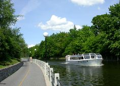 Sightseeing cruise boat on the Rideau Canal, Ottawa Ontario