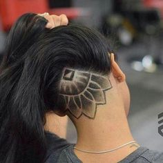 Undercut Designs for Women New Undercut Hair Designs that are totally Bold and Badass In Of Undercut Designs for Women Wonderful Sweet Undercut … Hair and Beauty Undercut Hair Designs, Undercut Women, Undercut Hairstyles Women, Undercut Tattoos, Undercut Styles, Female Undercut Long Hair, Girl Undercut Design, Undercut Girl, Long Undercut