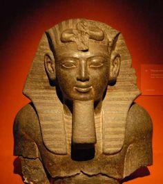 Pharaon anonyme, sans doute Merenptah, fils et successeur de Ramsès 2.