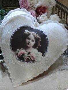 Shabby Herz mit Vintagefoto No 3 von White Roses auf DaWanda.com