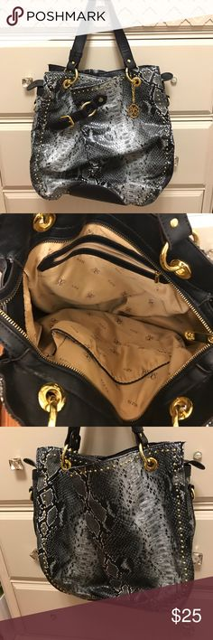 Vista Snake Skin Print Purse Snake skin print purse! In great shape! Zipper pouch and pockets inside. VIETA Fashion Bags Shoulder Bags