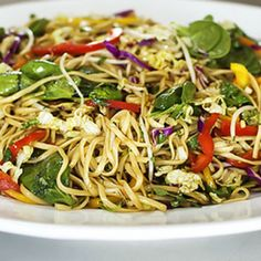 Asian Noodle Salad - looks refreshing and good. One of my favorite lunches when visiting my sister in San Francisco is Asian noodle salad; Vegetarian Recipes, Cooking Recipes, Healthy Recipes, Easy Recipes, Cooking Tips, Vegetarian Salad, Uk Recipes, Cookbook Recipes, Delicious Recipes