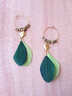 Retrouvez cet article dans ma boutique Etsy https://www.etsy.com/fr/listing/465219549/creoles-dorees-coquillages-naturels-de #boho #bijou #boucles d'oreilles  #handmade #coquillage #plume