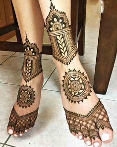 Leg Henna Designs, Henna Tattoo Designs Simple, Arabic Henna Designs, Legs Mehndi Design, Heena Design, Beautiful Henna Designs, Mehndi Designs For Fingers, Mehndi Designs For Hands, Engagement Mehndi Designs