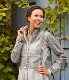 Exklusive Bluse erhältlich bei Channel21: www.channel21.de Live- Shows: 19.10.2015 @ 20.00 27.11.2015 @ 20.00 & 21.00 Uhr 28.11.2015 @ 16.00 & 18.00 Uhr 6.12.2015 @ 18.00 Uhr  Mode mit Liebe zum Detail!  Einschalten lohnt sich!