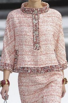 Chanel at Paris Fashion Week Spring 2011 Chanel at Paris Fashion Week Spring 2011 – Details Runway Photos Source by twobirdsgirl The post Chanel at Paris Fashion Week Spring 2011 appeared first on The Most Beautiful Shares. Trendy Dresses, Casual Dresses, Fashion Dresses, Casual Outfits, Moda Fashion, Trendy Fashion, Womens Fashion, Fashion Ideas, Fashion Fashion
