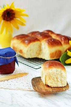 Gotowanie...to proste!: Japońskie Mleczne Bułeczki - Bardzo Puszyste I Mięciutkie Camembert Cheese, Food And Drink, Rolls, Menu, Bread, Baking, Breakfast, Sweet, Blog