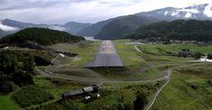 Encravado entre os fiordes da #Noruega, o aeroporto #Sandane ainda está sujeito a rajadas de vento e turbulências severas, sendo um dos mais temidos da #Europa.