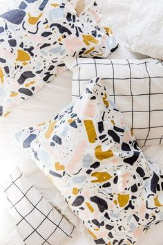 DIY pillowcases idea from Paper & Stitch #diy #modern #crafts #pillows #homedecor