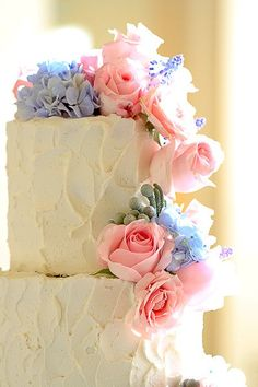 Buttercream frosting is the new fondant...such a beautiful cake!