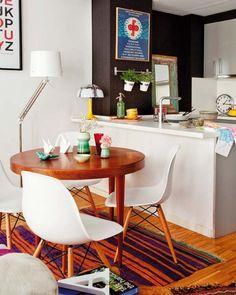 mesa redonda de madera - Ideas para crear un pequeño comedor en la cocina