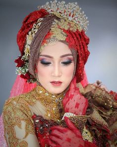 Photoshoot for Workshop Makeup Glamour by Surabaya Inframe talent: Bridal Hijab, Hijab Bride, Wedding Hijab, Diy Wedding, Wedding Dresses, Hijab Hipster, Hijab Fashion, Girl Fashion, Model Kebaya