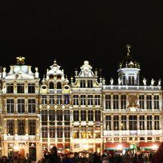 Grand Place #bruselas #bruxelles #brussels #facade #monument #art #igers #igersbelgium #ig #architecture #archidaily #light #night #europe