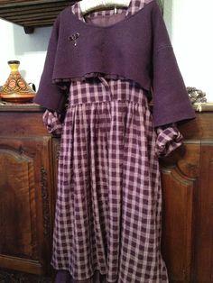 La robe prune coton floqué et petit haut laine bouillie