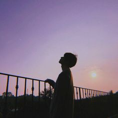 Sunsets are the best . Korean Boys Ulzzang, Cute Korean Boys, Ulzzang Couple, Ulzzang Boy, Asian Boys, Cute Boys, Night Aesthetic, Aesthetic Boy, Aesthetic Photo