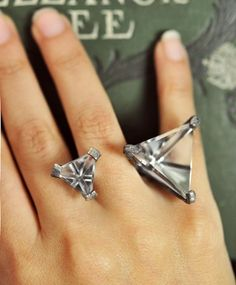 this seems to be a new fad, open rings where the stones keep it on your finger