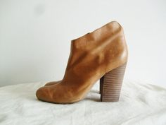 Classic Vintage Brown Tan Leather Ankle Boots Heels.
