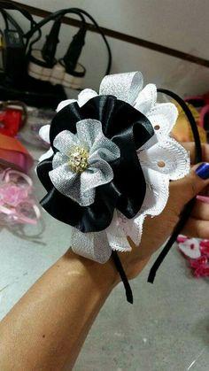 Ribbon Art, Ribbon Bows, Homemade Hair Accessories, Boutique Hair Bows, Bow Tutorial, Making Hair Bows, Christmas Bows, Baby Girl Headbands, Girls Hair Accessories