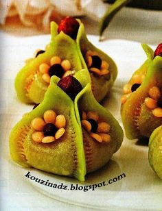 algerian sweets never morrocan Eid Sweets, Arabic Sweets, Arabic Food, Almond Flower Cookies, Moroccan Desserts, Tunisian Food, New Years Cookies, Algerian Recipes, Foundant