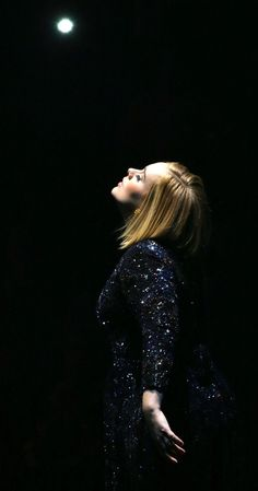 Adele from The Big Picture: Today's Hot Pics The singer channels all the drama during her Washington DC concert. Adele Love, Adele 25, Adele Wallpaper, Adele Music, Divas, Adele Photos, Adele Adkins, Laura Vandervoort, Backgrounds