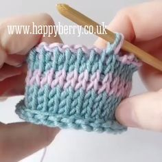 Tunisian Knit Stitch in the round, with colour changes using a double ended crochet hook! Tunisian Knit Stitch in the round, with colour changes using a double ended crochet hook! ,Crochet and knitting tutorial projects knitting bags for beginners videos Tunisian Crochet Patterns, Knitting Patterns, Crochet Border Patterns, Crochet Boarders, Crochet Stitches For Blankets, Lace Patterns, Knitting Ideas, Knitting Stitches, Knitting Projects