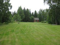 Metsää ja nurmikkoa löytyy myös tarvittaessa...