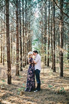 Wedding Engagement Photo Ideas for Country/ Outdoor Woodland Weddings Rustic Fall/Winter Wedding Shot Outfit Ideas Couple Photography, Engagement Photography, Photography Poses, Wedding Photography, Photography Outfits, Poses Photo, Picture Poses, Photo Couple, Couple Shoot
