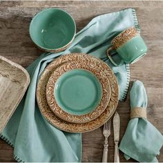 Bedding N More Wyatt Turquoise Western Dinnerware Set by HiEnd Accents HomeMax Imports Western Kitchen Decor, Rustic Western Decor, Rustic Dinnerware, Western Bedrooms, Southwestern Decorating, Western Furniture, Dish Sets, Breakfast In Bed, A Table
