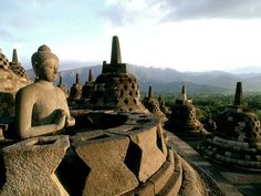 Borobudur Temple, Yogyakarta, Indonesia The Borobudur temple is home to hundreds of Buddhist statues. Best Vacation Spots, Family Vacation Destinations, Best Vacations, Travel Destinations, Oh The Places You'll Go, Places To Travel, Places To Visit, Borobudur Temple, Thailand