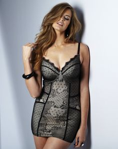 Robyn Lawley for Simply Be    Size 16 AUS, Size 14 UK, Size 12 US