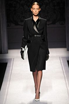 Alberta Ferretti- love the leather details and that oversized white clutch- perfect for an ipad