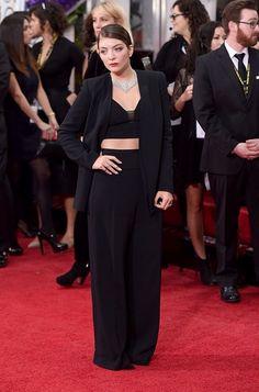 Lorde eligió un diseño de tres piezas Narciso Rodríguez con pantalón, saco y crop top