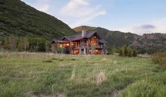 Traditional Mountain Chalet Integrating Modern Life Perks in Colorado - http://freshome.com/traditional-mountain-chalet-integrating-modern-life-perks-in-colorado/