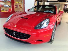 Ferrari California, Road Runner, Car In The World, Car Ins, Cool Cars, Films, Graphics, Facebook, Movies