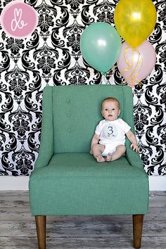 Love the monthly picture idea of adding a balloon for each month. :)